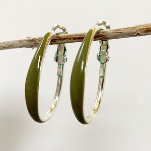 Oval hoop earrings Green and silver snap back